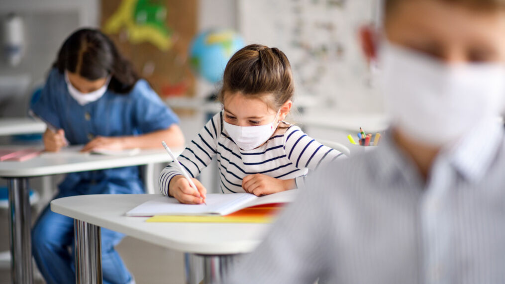 0f8ae671-04f0-4c1d-a632-127ebcc60be2-large16x9_masksandschoolGettyImages